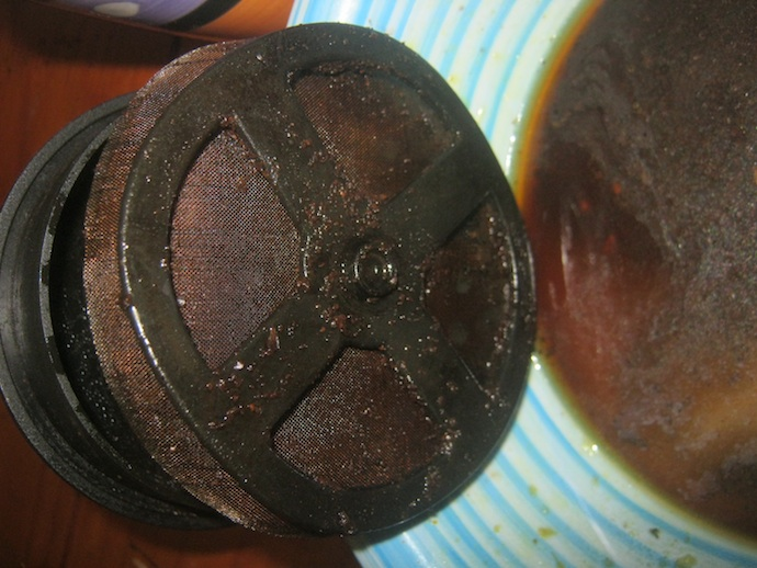 Kaffeepulver kann mit Hilfe von Würmern recycelt werden.
