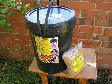 Bokashi Komposter und  Kleie (Bran)
