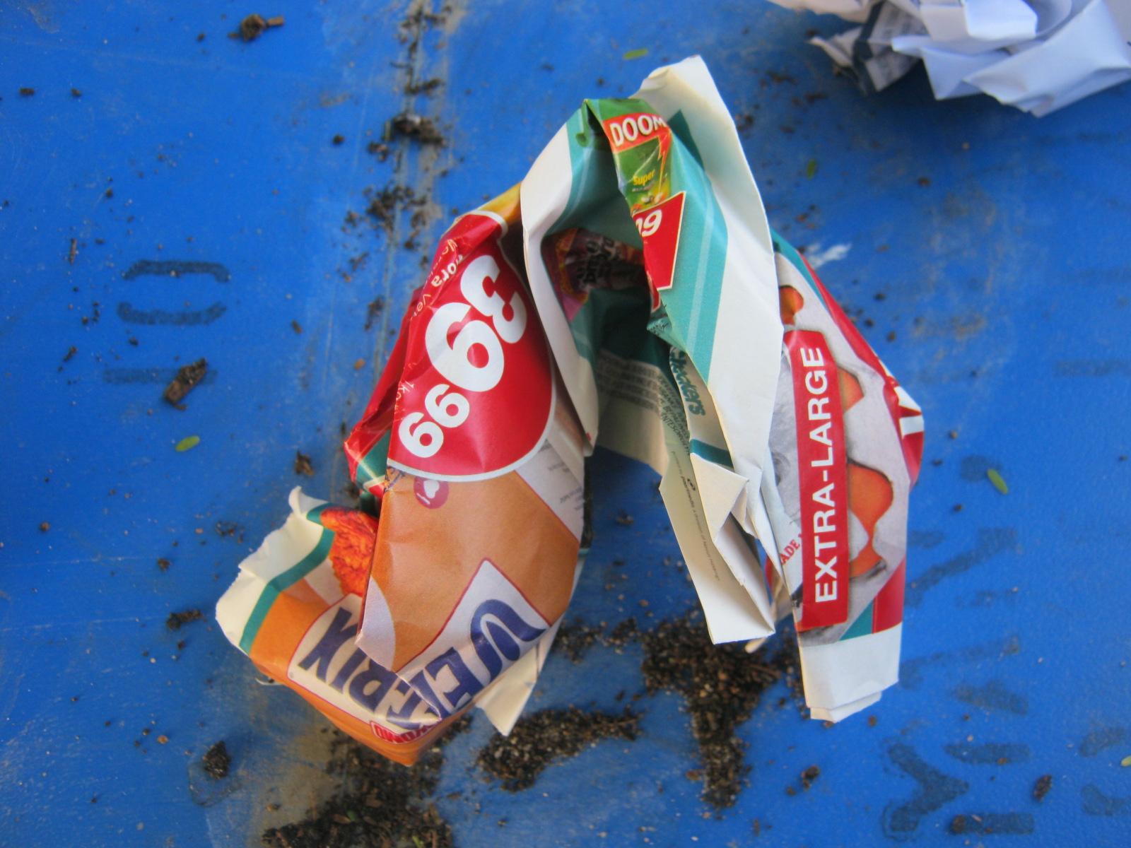 Ein ungewollter Werbeprospekt kann von Würmern gefressen und kompostiert werden.