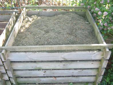 Ein Kompostbehaelter aus Holz ist Kostengünstig und hält durchschnittlich 5 bis 6 Jahre.